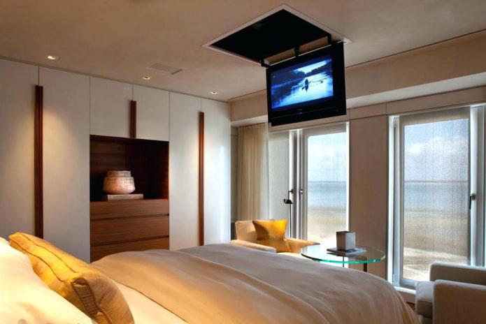 TV au plafond à l'intérieur de la chambre