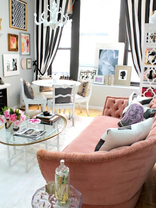 Les meubles en verre n'encombreront pas l'intérieur, ce qui contribuera à rendre la pièce visuellement spacieuse