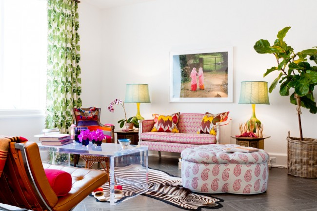 Dans un salon où l'on passe beaucoup de temps, mieux vaut utiliser des couleurs pas trop flashy, selon le principe d'une fluidité des unes dans les autres.