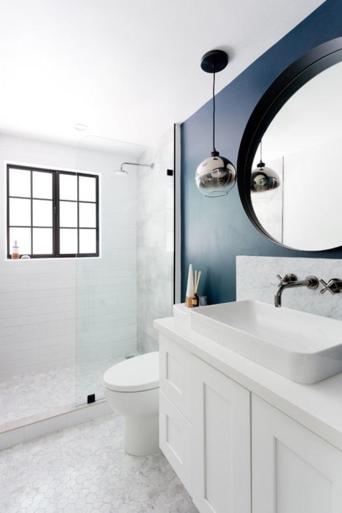 marbre avec peinture sombre dans la salle de bain