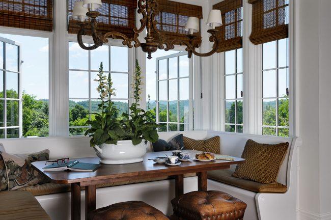 Canapé d'angle compact pour la cuisine, il économise parfaitement de l'espace et donne du confort à l'intérieur