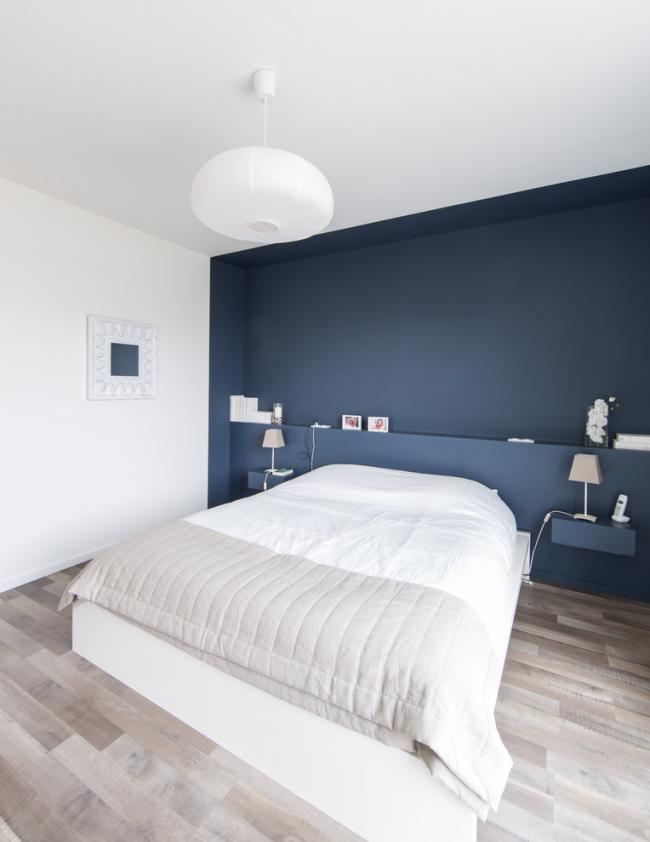 Le blanc est parfait pour la conception de la chambre