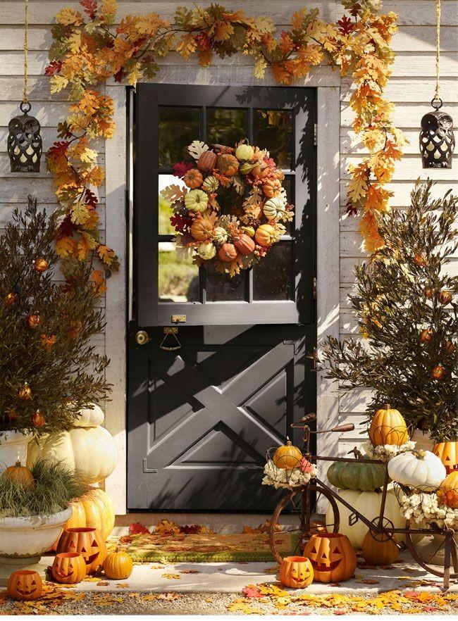 Décor de porche d'automne saisonnier