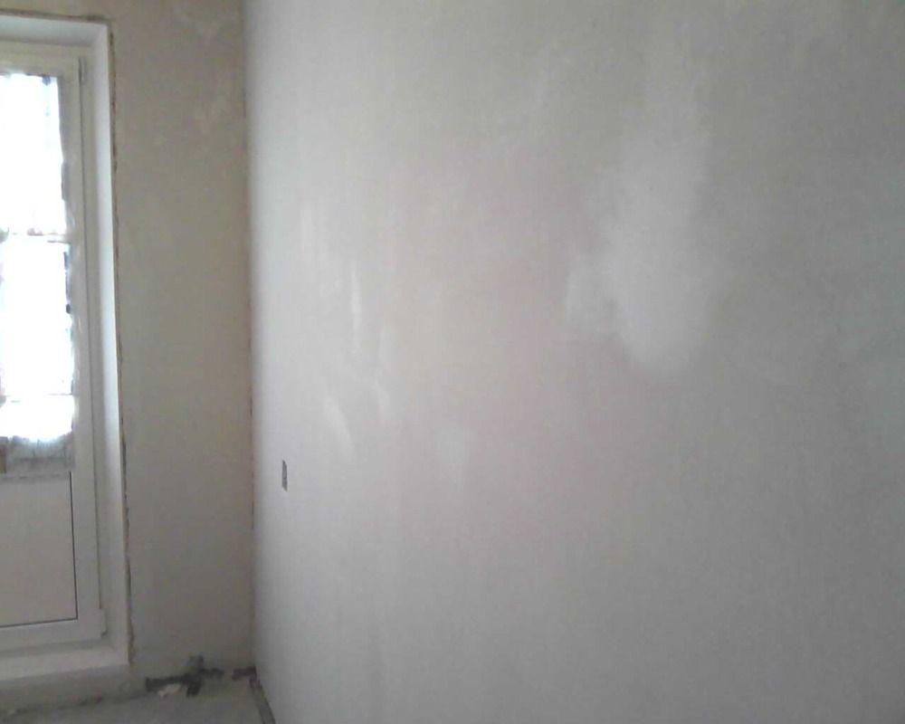 Le plâtre doit être appliqué sur des murs propres