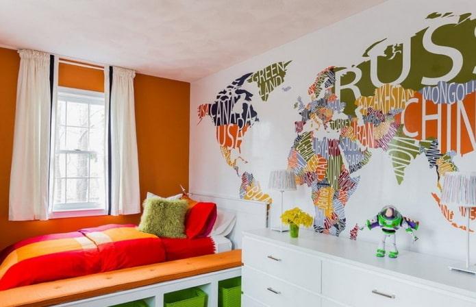 sticker mural en forme de carte dans la pépinière