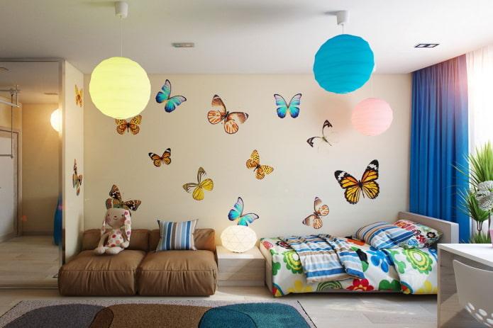 stickers muraux en forme de papillons dans la pépinière