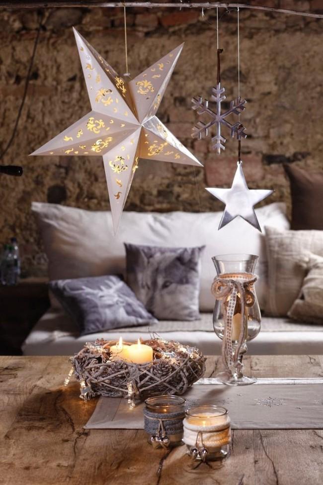 Les bougies remplissent la pièce de confort et de chaleur
