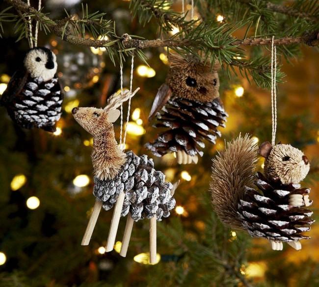 Les cônes sont une option assez courante pour créer des accessoires décoratifs pour le nouvel an.