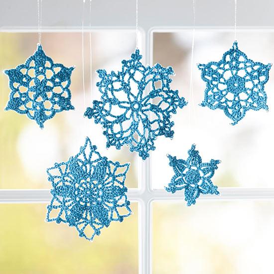Les couturières peuvent surprendre tout le monde avec une solution originale - des flocons de neige au crochet