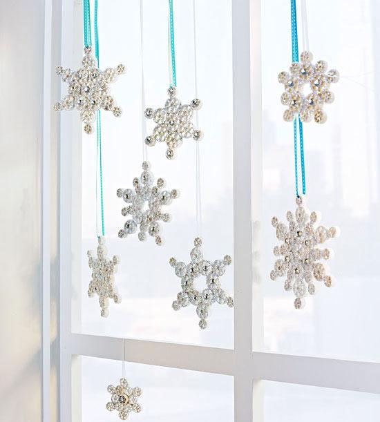 Les flocons de neige peuvent être créés à partir de divers matériaux à portée de main, tels que des pâtes