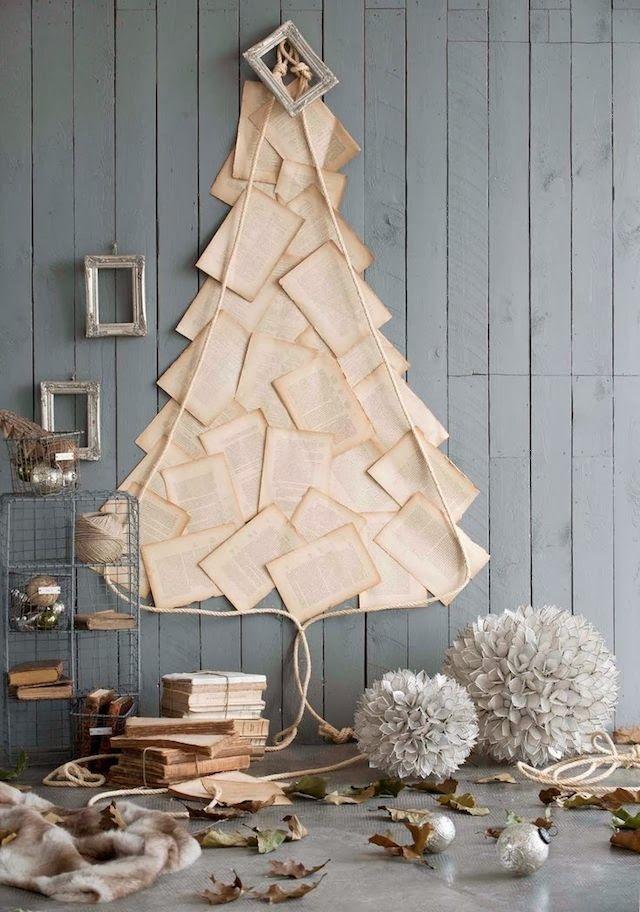 Imitation d'un chevron sur le mur de feuilles de livre - le style vintage original attirera toujours l'attention