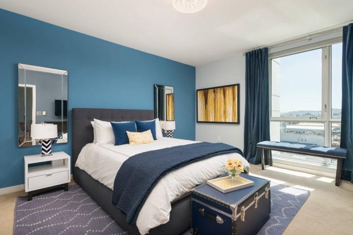 Mur bleu et textiles bleus