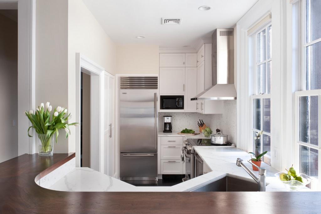 Disposition compacte des meubles dans une petite cuisine