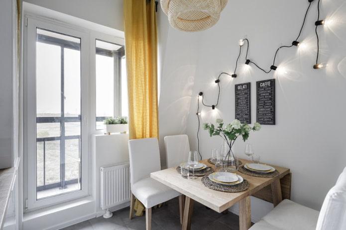 balcon ouvrant avec des rideaux dans un style moderne