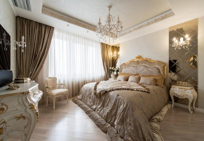 Plafond à deux niveaux de style classique