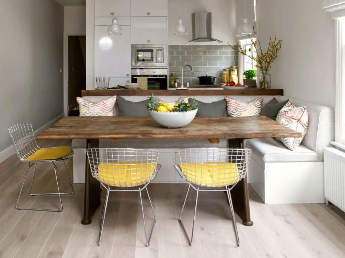 chaise à l'intérieur de la cuisine