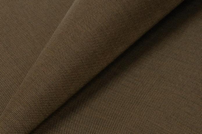 tapis de meuble sombre