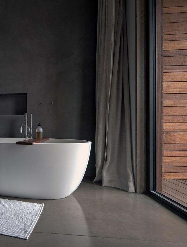 Combinaison parfaite de baignoire acrylique blanche et de fond sombre