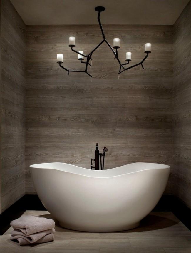 Intérieur magnifique avec baignoire en acrylique