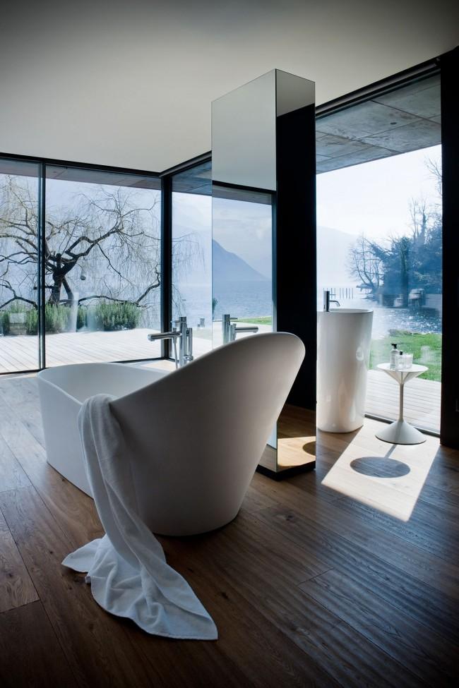 Baignoire acrylique dans un intérieur moderne
