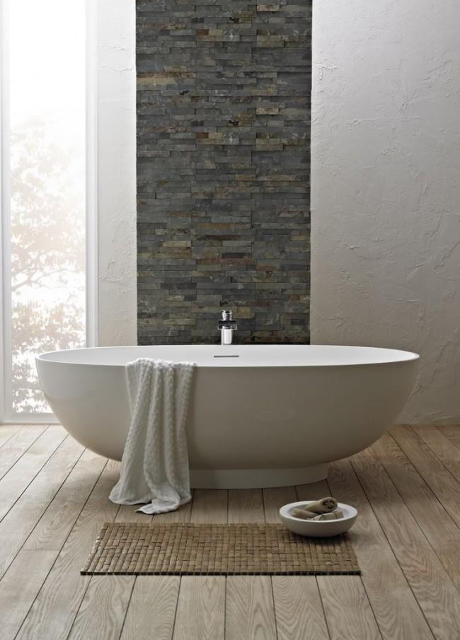 Intérieur élégant avec baignoire en acrylique