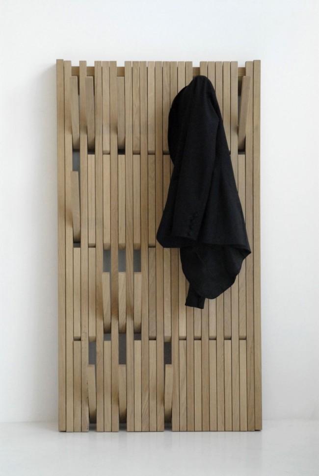 Les supports muraux en bois ont l'air pratiques et simples