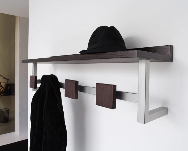 Si le cintre est également complété par une étagère, vous aurez un endroit pour ranger chapeaux et écharpes