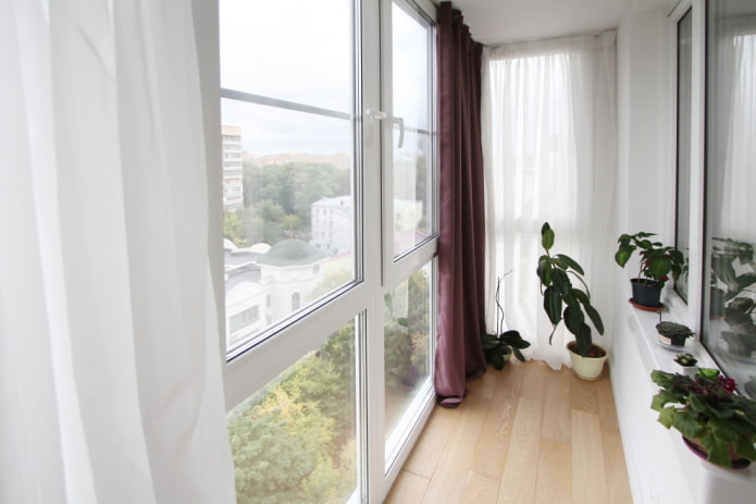 vitrage du balcon de l'appartement Khrouchtchev