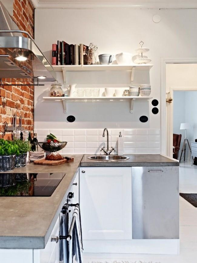 Cuisine d'angle avec mur de briques