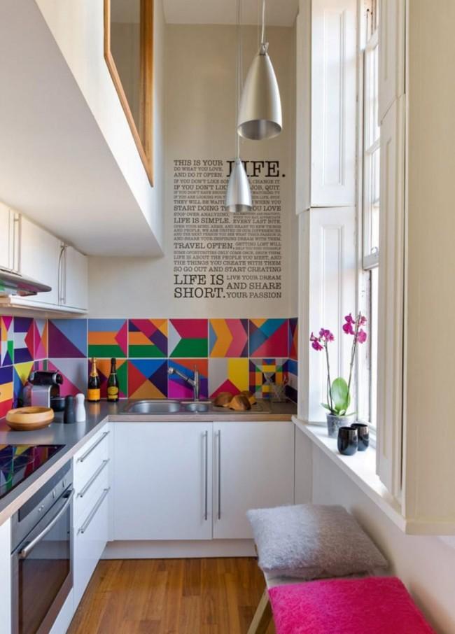 La disposition des meubles en coin est idéale pour une petite cuisine