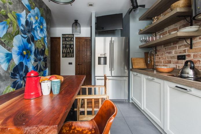 réfrigérateur dans une niche à l'intérieur de la cuisine