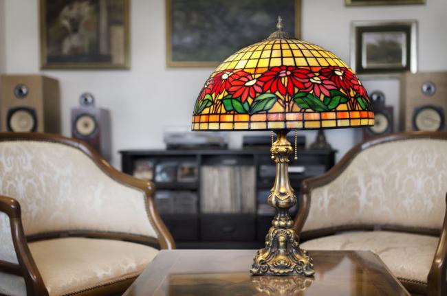 Lampe de table ancienne avec vitrail de style Tiffany