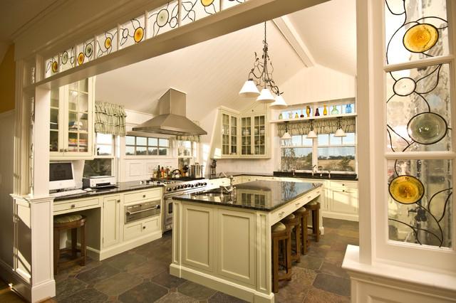 L'arche de cuisine en verre peint complétera l'intérieur classique