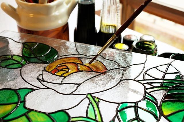Un pinceau fin vous permettra de peindre proprement