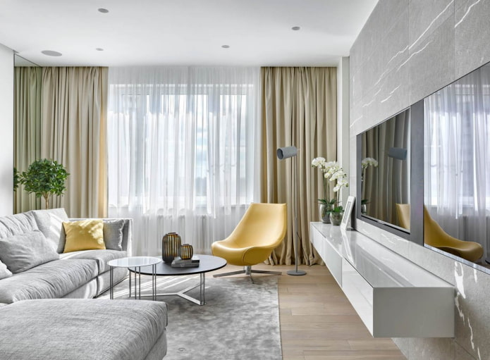 salon gris argent avec fauteuils et coussins jaune clair