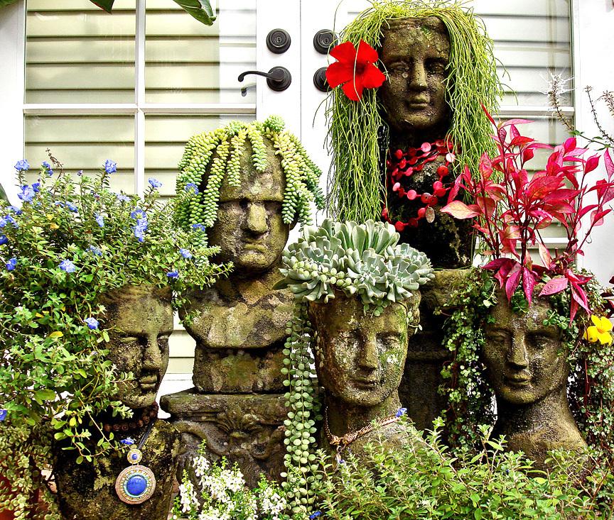Des pots amusants en forme de bustes en béton avec des coiffures végétales ne vous laisseront pas indifférents