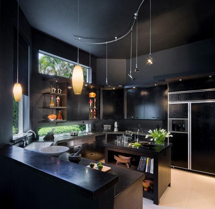 murs et plafond noirs dans la cuisine