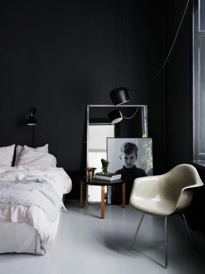 chambre avec mur noir