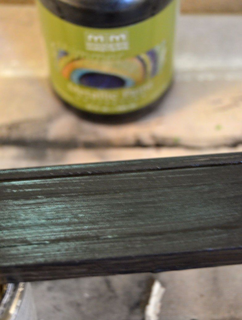 La plinthe coupée doit être repeinte dans la couleur désirée