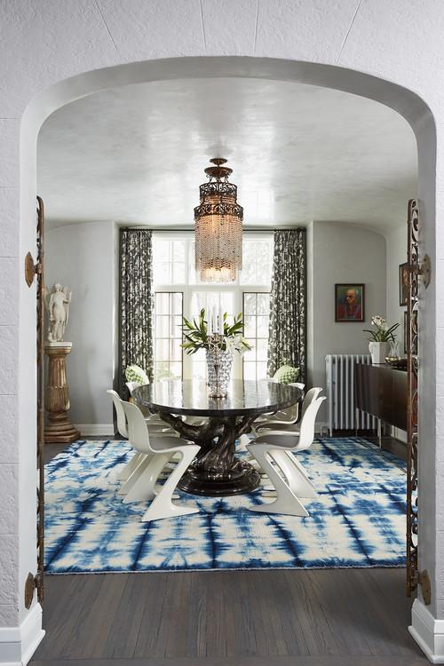 Plafond brillant minimaliste avec accent de lustre