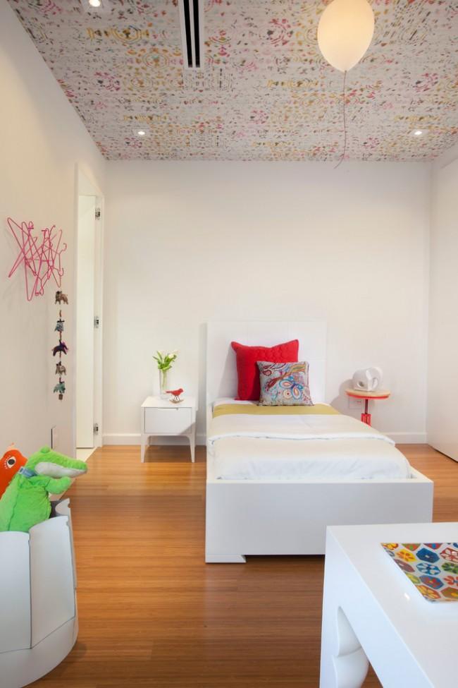 Papier peint intissé au plafond dans la chambre des enfants