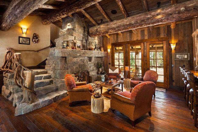 Décorer les pièces avec du bois : plafond, murs, meubles et même rampes d'escalier stylisées