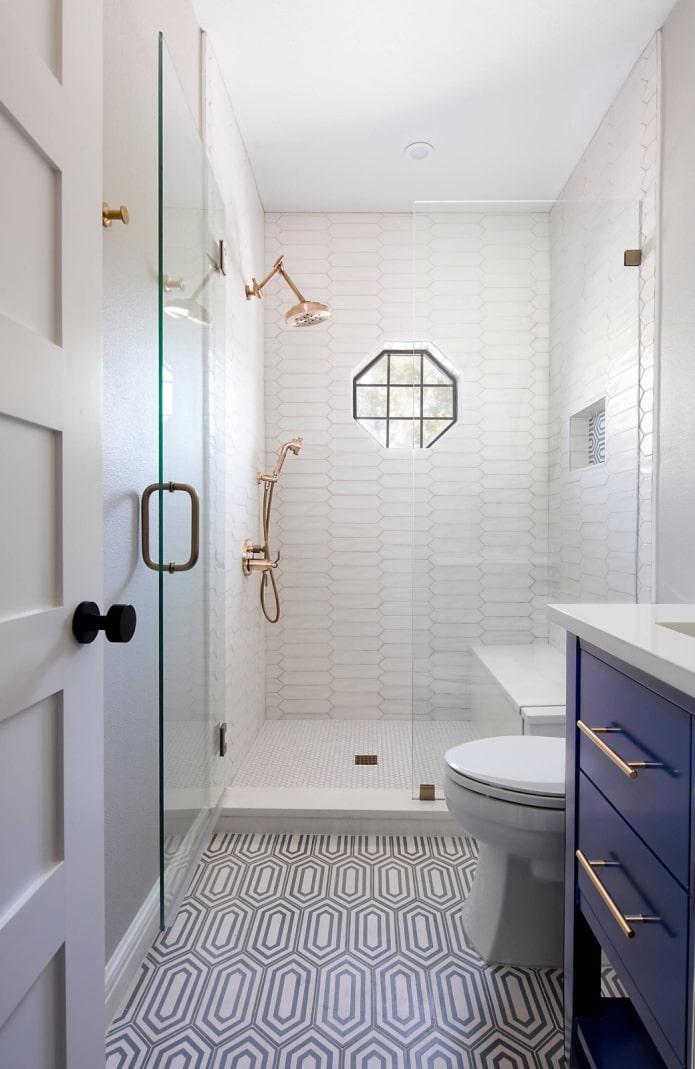 Un WC loin de la douche