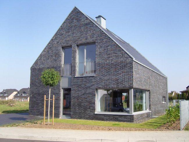 Les tons gris-brun de la maçonnerie bavaroise créeront un extérieur exclusif de votre maison