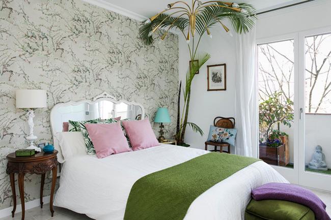 Style tropical de décoration d'intérieur avec une couleur blanche dominante