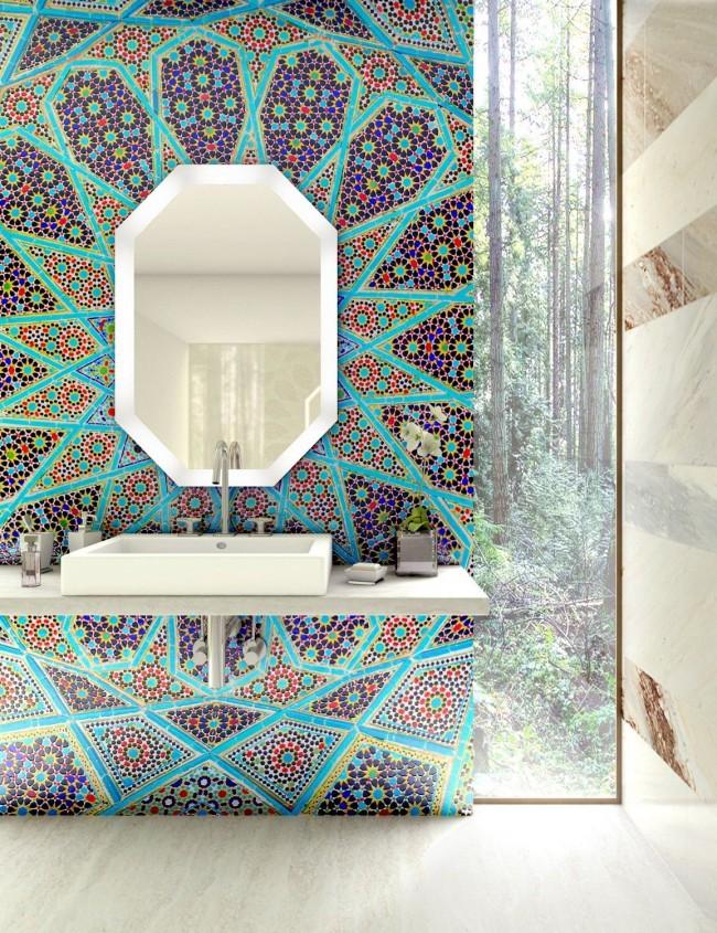 Un motif kaléidoscopique de mosaïque colorée sur un fond de travertin neutre