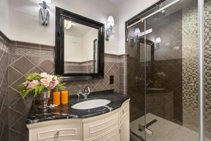 salle de bain avec des éléments sombres