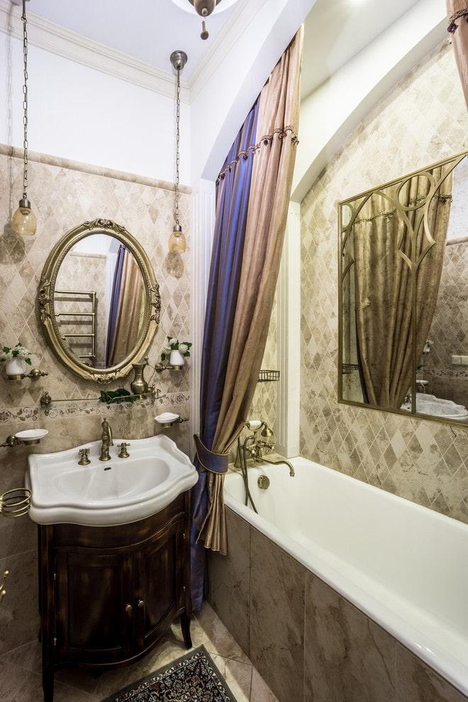 décoration de salle de bain dans un style classique