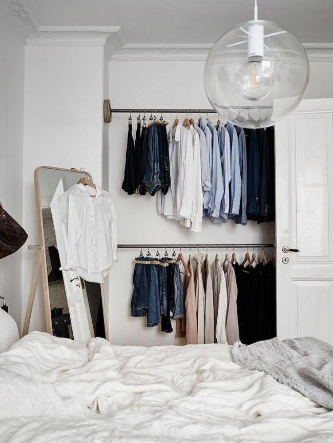 Un coin ouvert dans la chambre remplacera une immense garde-robe