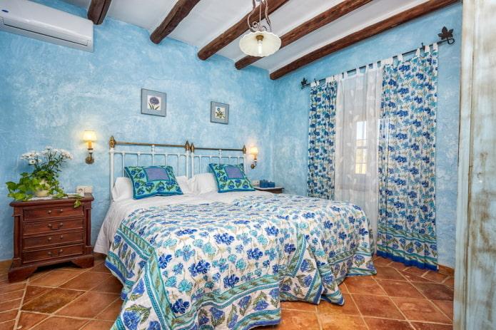 finition à l'intérieur de la chambre bleue